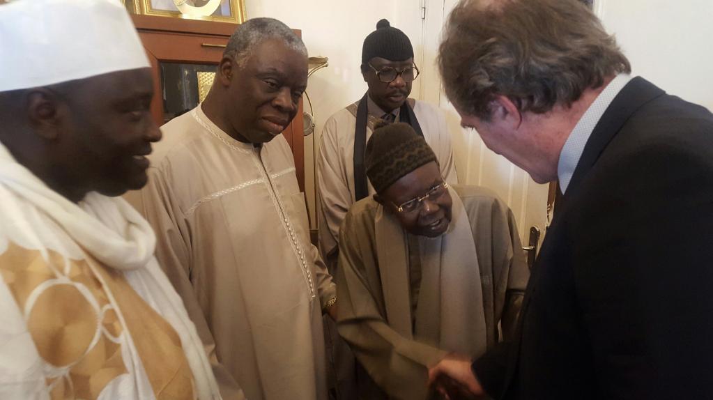 L'Ambassadeur de la France au Sénégal a présenté ses condoléances au Khalife Général des Tidianes, Abdoul Aziz Sy Al Amine (Images)