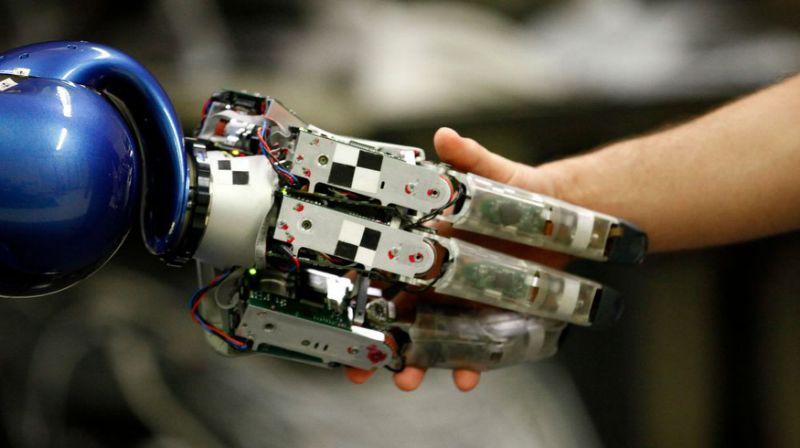 """Chaque robot peut détruire """"six à sept emplois"""" selon des économistes américains"""