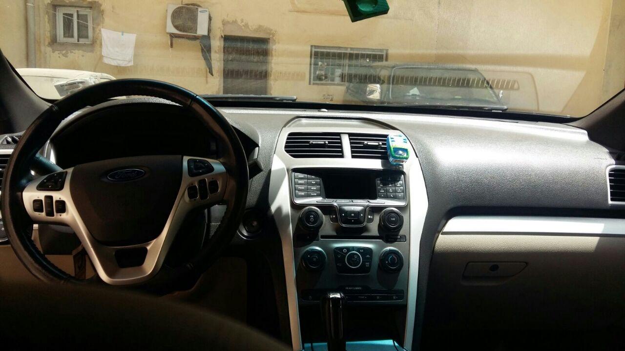 a vendre cette belle ford explorer de 2013 moteur essence 4 cylindres boite automatique 7 places. Black Bedroom Furniture Sets. Home Design Ideas