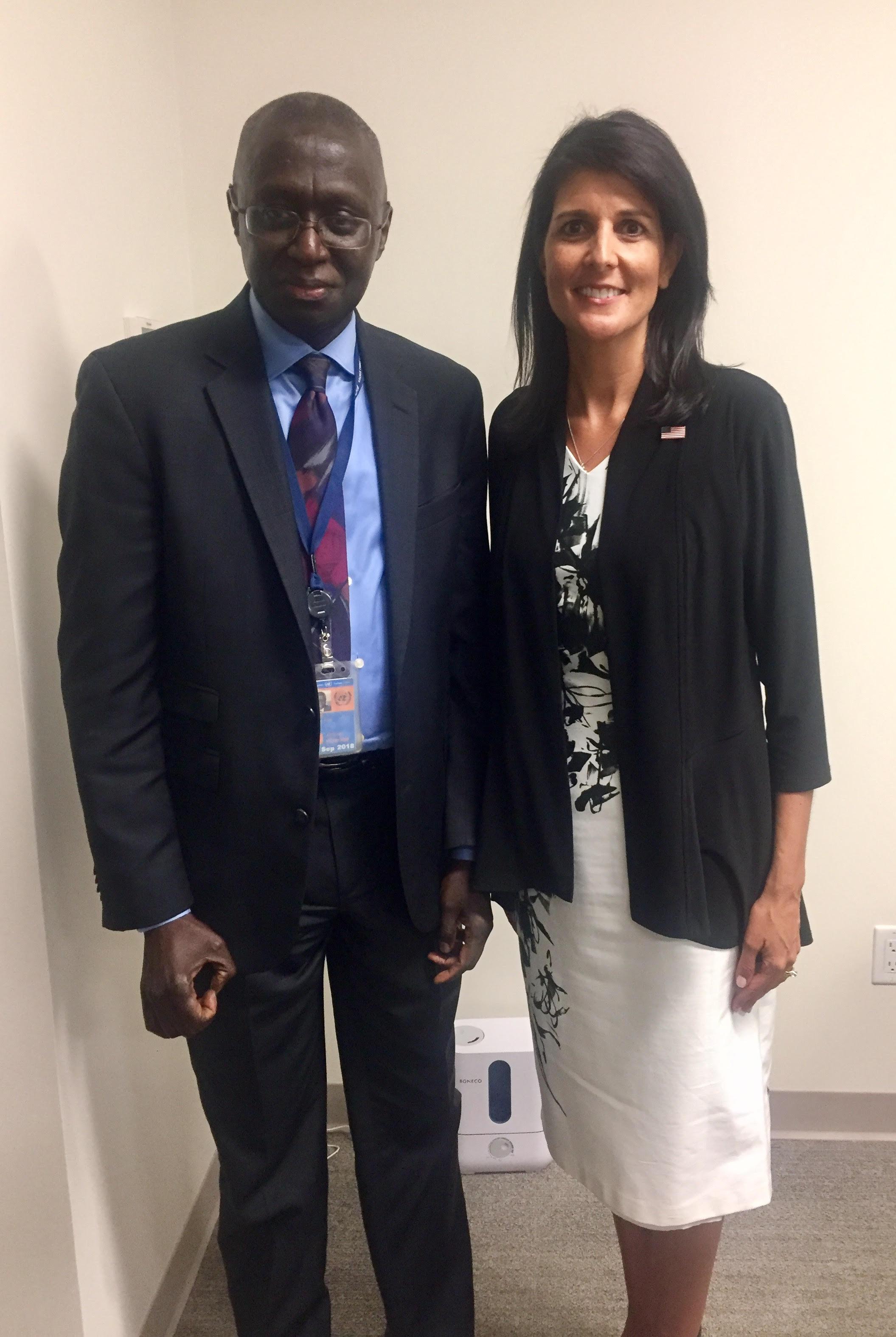 L'ambassadeur Fodé Seck et Nikki Haley, représentante permanente des Nations Unies