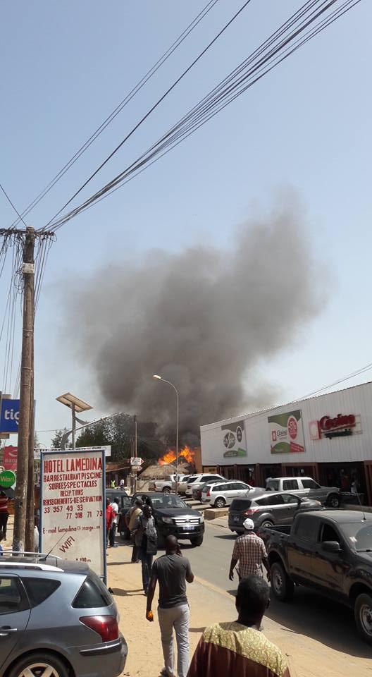 Photos - Incendie à Saly: Un magasin de location de buggies et squads part en fumée