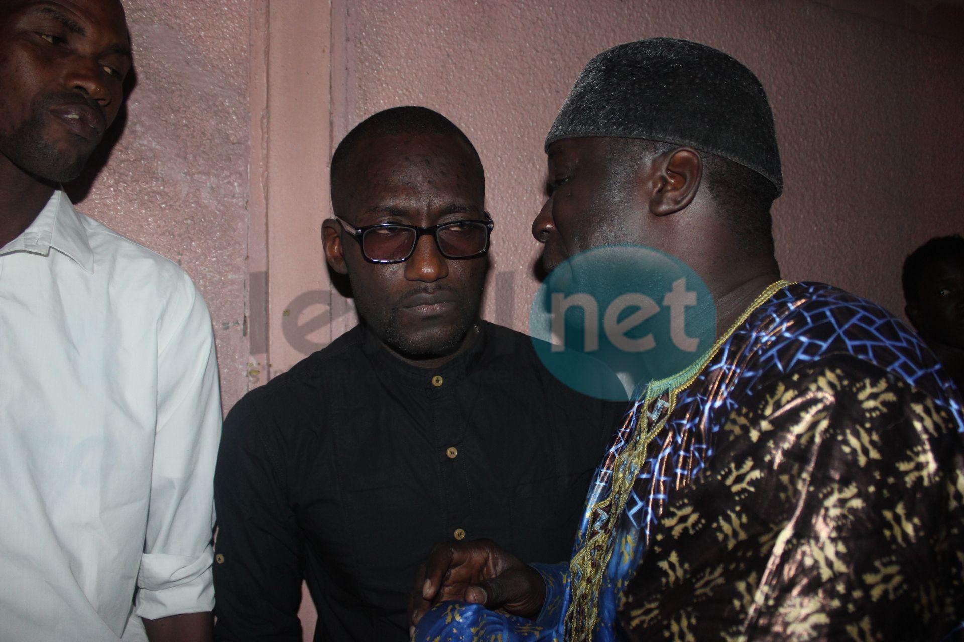 Photos- Pape Diouf à Pikine chez les siens le temps d'une soirée au cinéma Awa