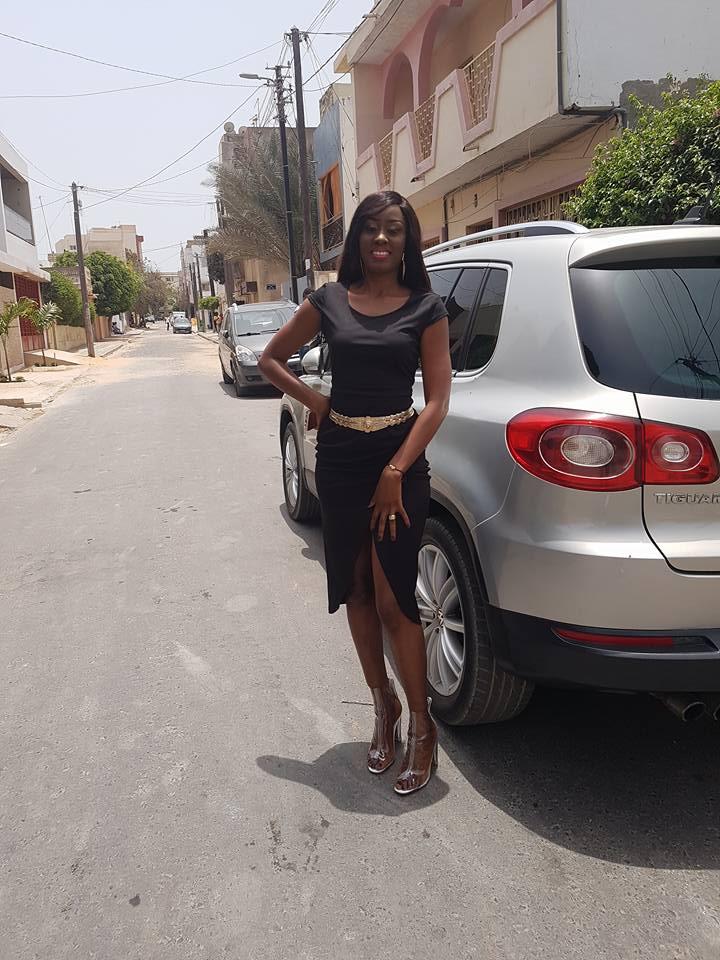 Photos: Appréciez la ravissante Queen Biz dans les rues de Dakar