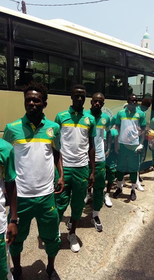 """Cérémonie de remise de drapeau aux """"Lions"""" du Beach soccer pour le Mondial 2017 au Bahamas"""