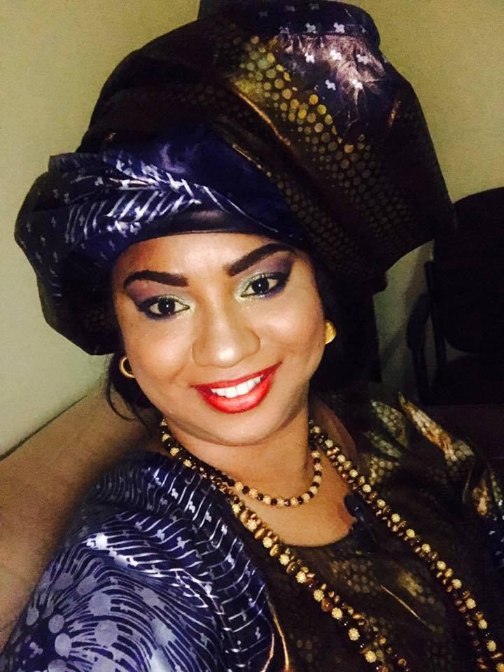 """Voici la belle Fama Diouf, elle est l'animatrice de l' émission """"Li ci biir seuy"""" sur la RTS1"""
