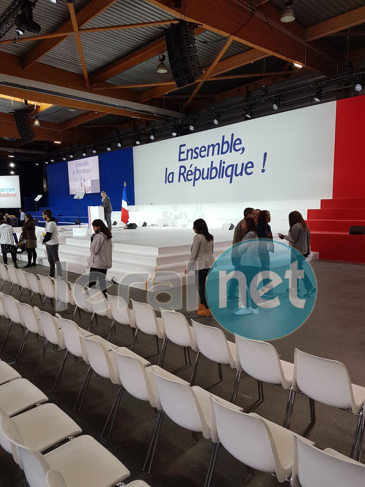 (09 Photos) En mode préparatifs pour le grand meeting de Macron à Paris, cet après-midi