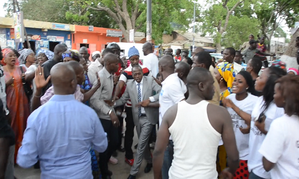 Vidéo- Bataille rangée, insultes...à la  conférence de  presse d'Abdou Mbow à Thiès