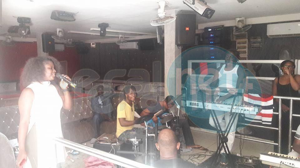 Abiba en pleine répétition pour le grand concert de ce samedi à Koulikoro, au Mali