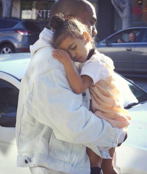Kim Kardashian: elle dévoile une rare photo de Kanye West et de leur fille, Read