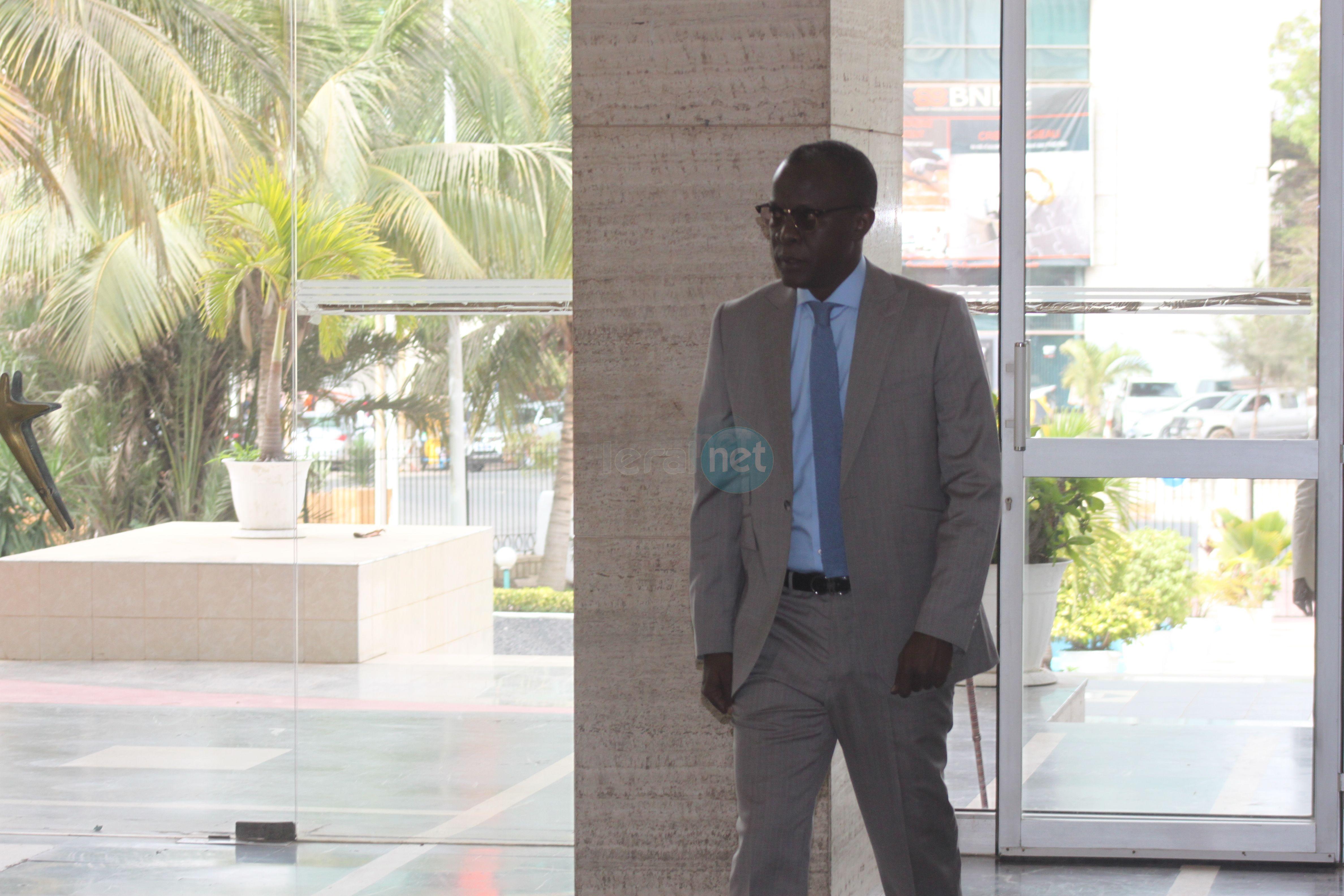 Voici le ministre Secrétaire d'Etat à la Communication, Yakham Mbaye à son arrivée à l'Assemblée nationale