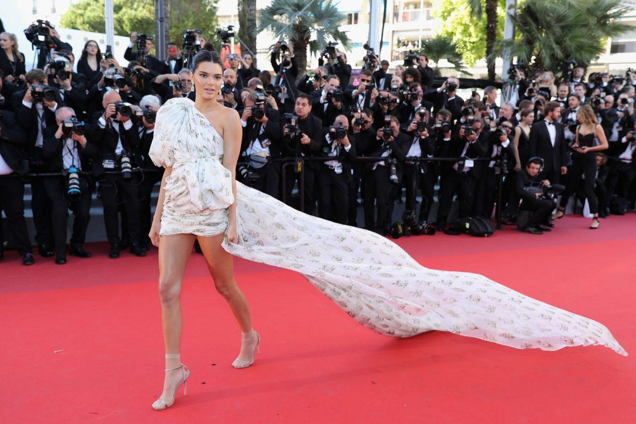 Kendall Jenner, reine de la Croisette avec une robe audacieuse