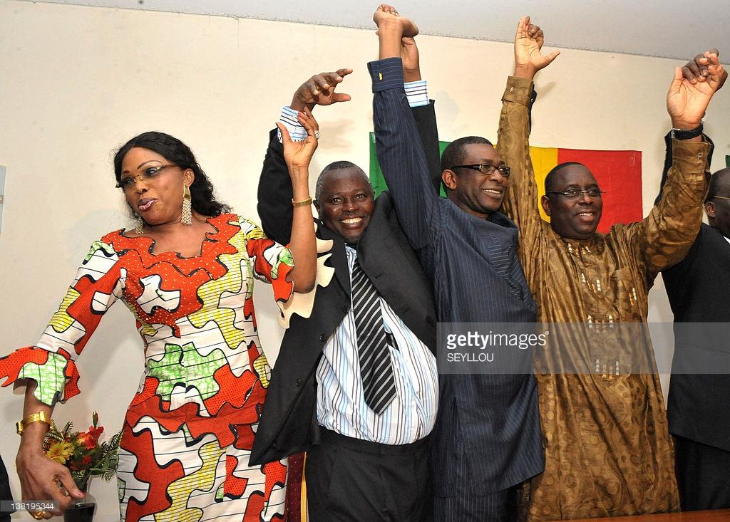 Diouma Dieng Diakhate, Alioune Tine, Youssou Ndour et Macky Sall lors d'une conférence de presse à Dakar, en février 2012.
