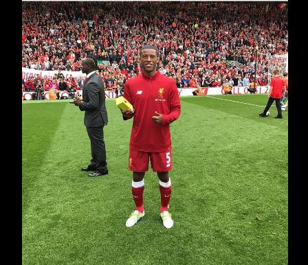 Photos-Premier League: Sadio Mané a présenté son trophée devant le public d'Anfield