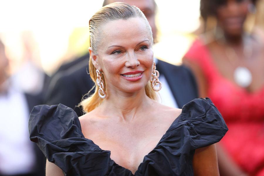 Cannes 2017. Pamela Anderson, plus glamour que jamais