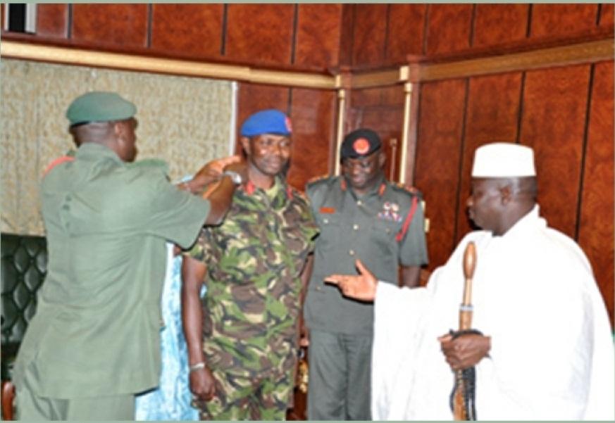 Le général Badjie, ici, élevé au grade de général