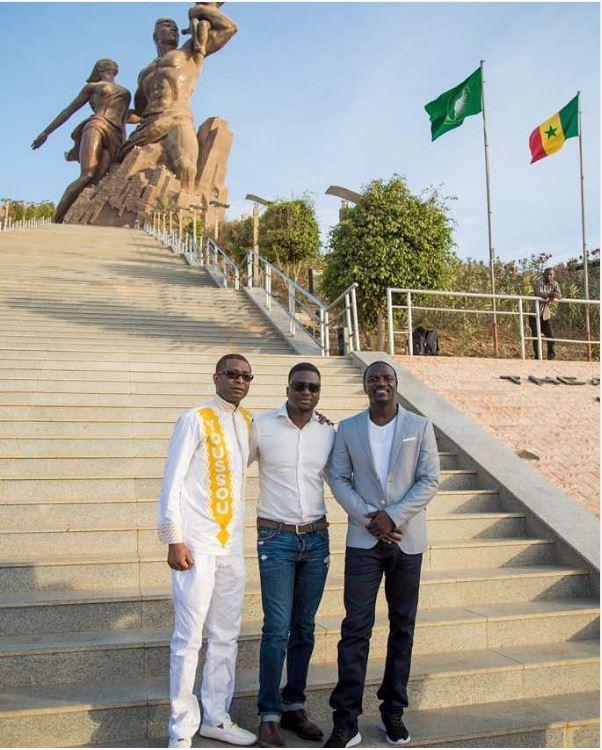 Youssou Ndour, Thione Niang et Akon au monument de la Renaissance Africaine