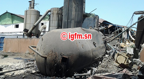 Reportage IGFM à Mbaling : Au cœur des débris après l'explosion de l'usine de transformation de produits halieutiques