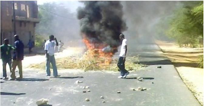 Chaude nuit à l'Université Gaston Berger de Saint-Louis : La RN2 bloquée de 21h à 2h du matin par les pensionnaires de Sanar