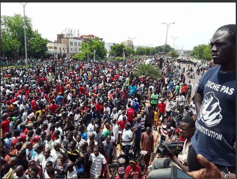 """Mali, les images de la marche pacifique de la plateforme """"An tê A Banna"""" samedi, pour dire #TouchePasAMaConstitution #Grin223"""