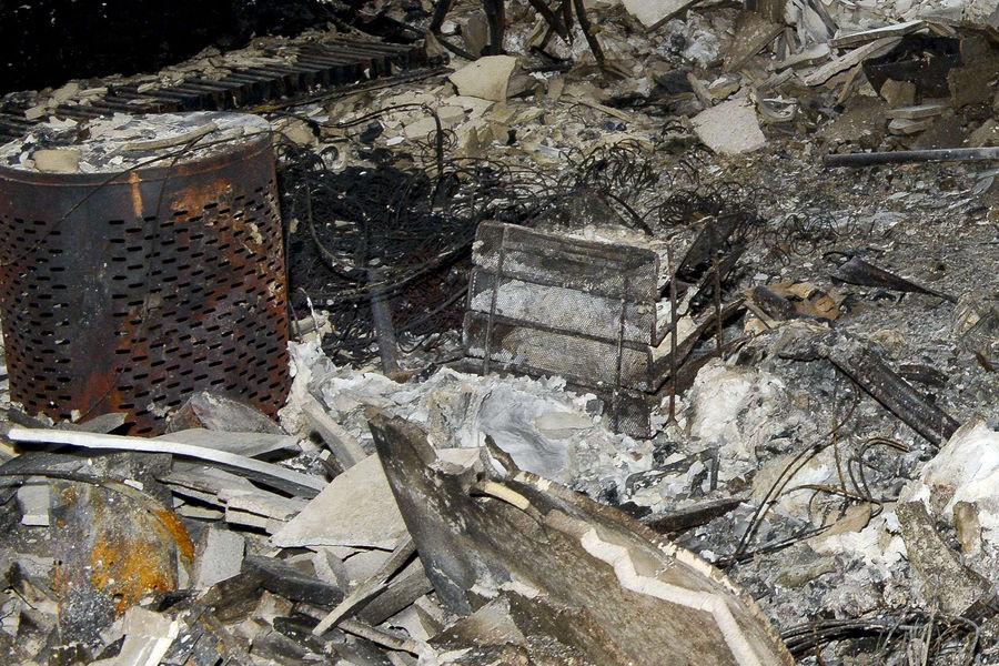 A l'intérieur de la tour Grenfell de Londres, la dévastation