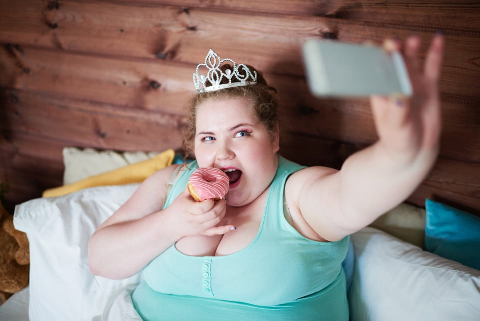 Comment les smartphones et tablettes favorisent l'obésité chez les enfants