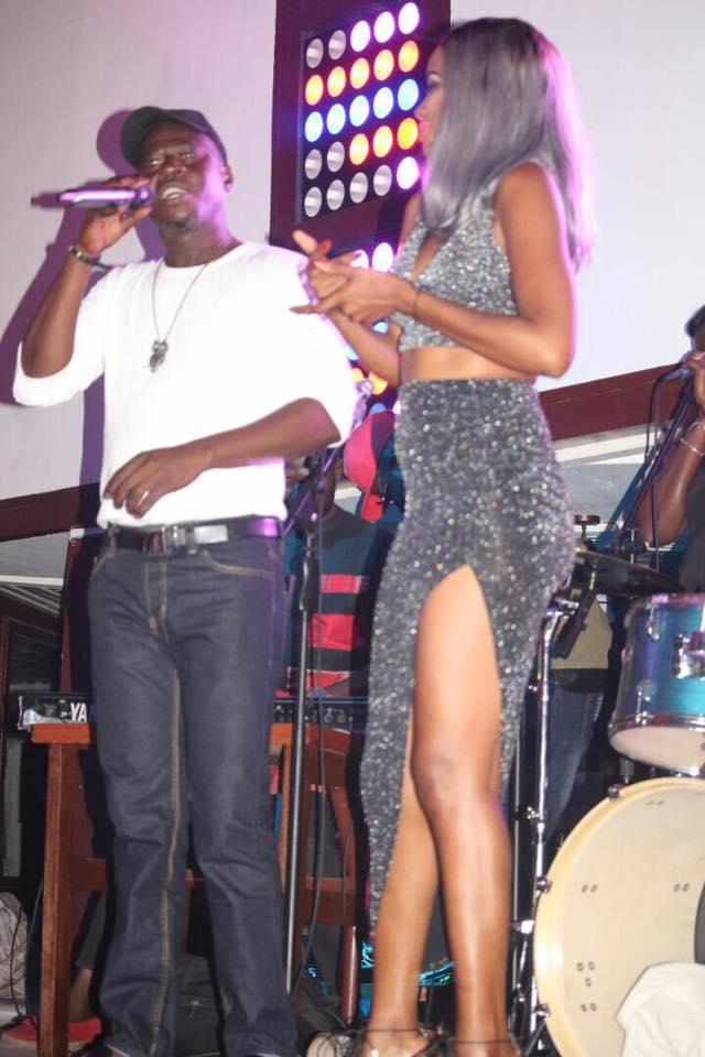 Photos: Queen Biz régale ses fans à la soirée du House of Fame Complexe Five