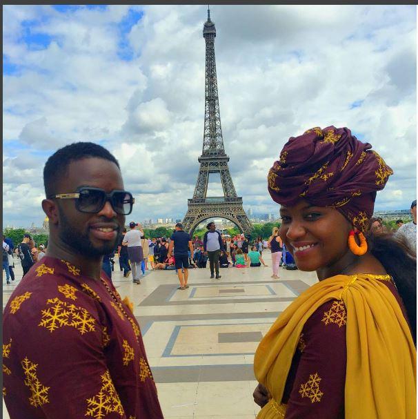 Le couple chanteur, Mabo à Paris, en mode tenue africaine
