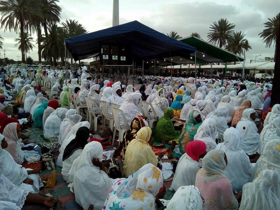 Khadratu Jummah des jeunes Tidianes à la place de la Nation