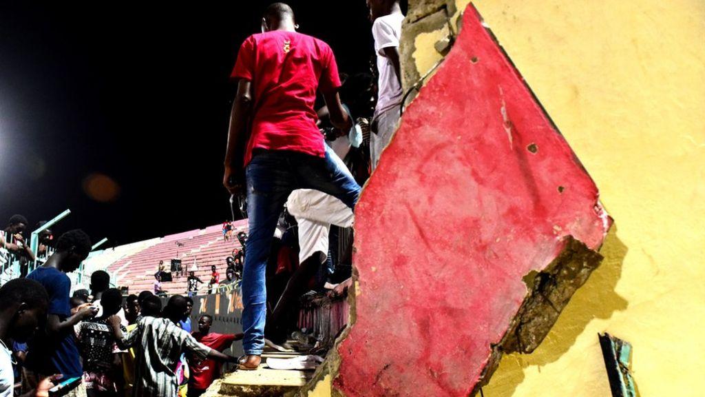 Drame du stadium Demba Diop : Macky Sall veut que « les responsables soient identifiés et sanctionnés sans faiblesse coupable »