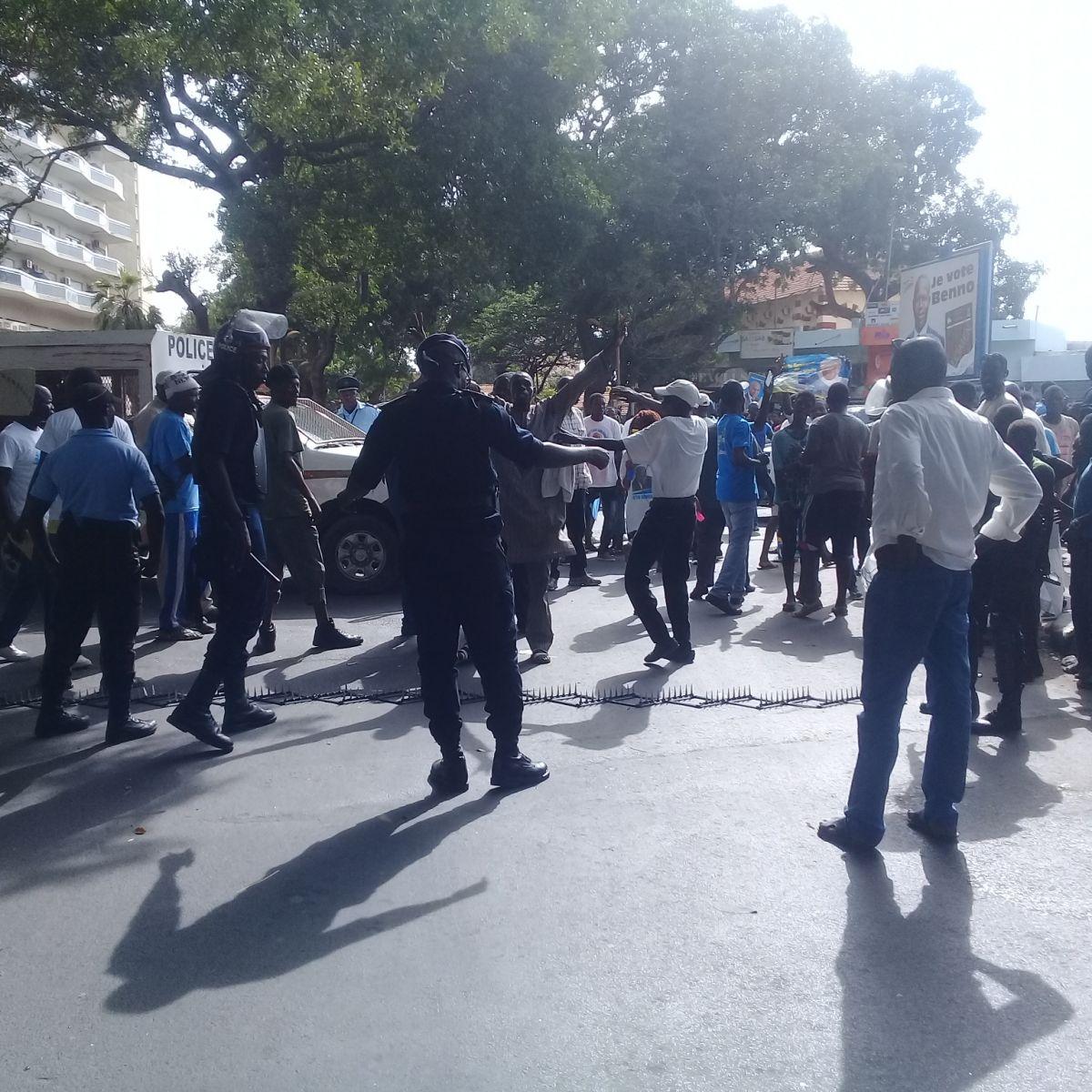 Comment la Police a obligé la caravane de Me Abdoulaye Wade, à faire demi-tour