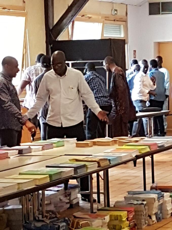 Lyon Un Isoloir Pour 6 Bureaux De Vote