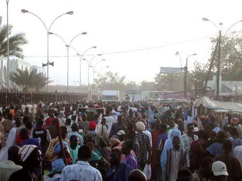 """Touba : Des centaines de partisans de """"Wattu Senegaal"""" assiègent la sous-Préfecture pour exiger leurs cartes"""