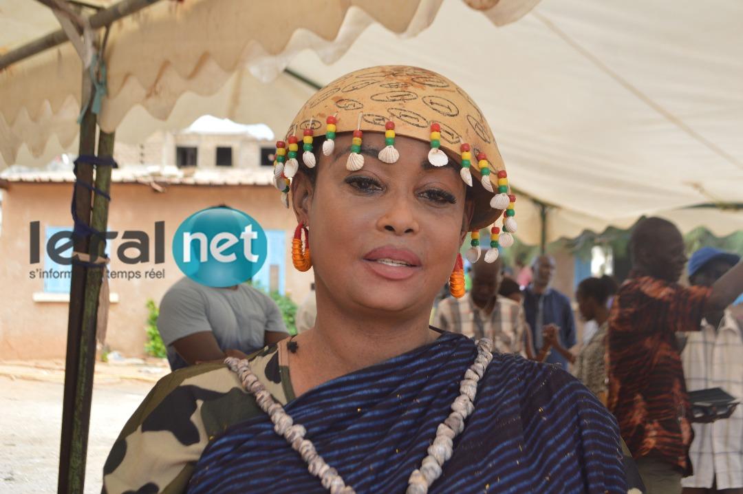 (04 Photos) Fabienne Féliho  habillée en traditionnel, a voté