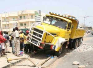 Mbour : Un camion fou déraye, tue deux maçons...et prend la fuite