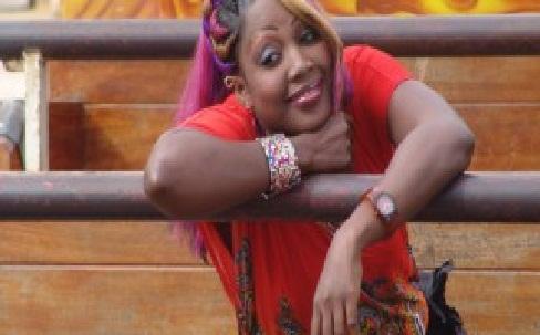 """Amy Collé piégée par le groupe WhatsApp """"Sénégal Ak Karim"""" : Comment le Sous-préfet de Dakar Plateau l'a livrée à la Dic"""