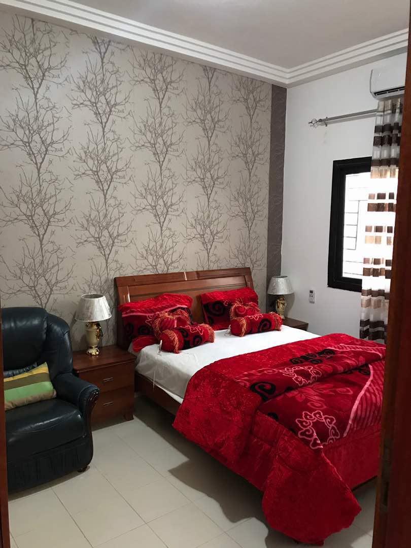 appartement meubl louer 2 chambres salon sur la vdn c t du cimeti re saint lazare. Black Bedroom Furniture Sets. Home Design Ideas