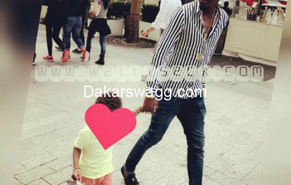 Photos : Wally Seck et son fils en promenade dans la capitale française,une photo qui cache …