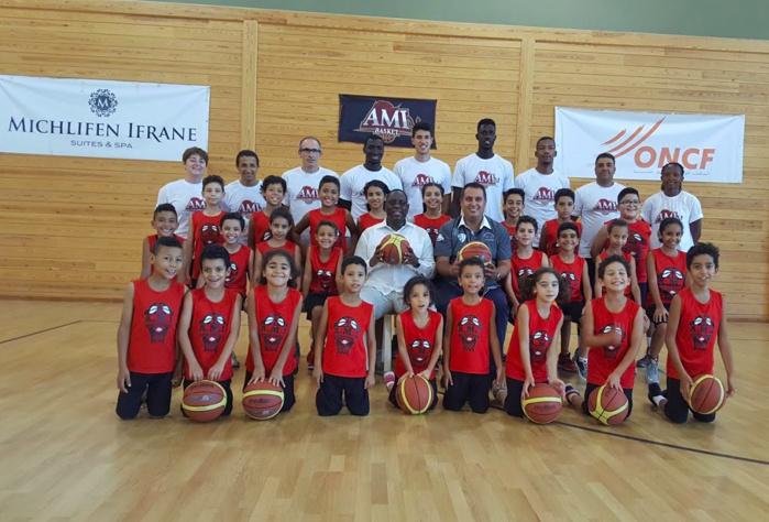 Images: Le Président Macky Sall a rendu visite ce mercredi soir à l'équipe de Basket Benjamines d'Ifrane au Maroc