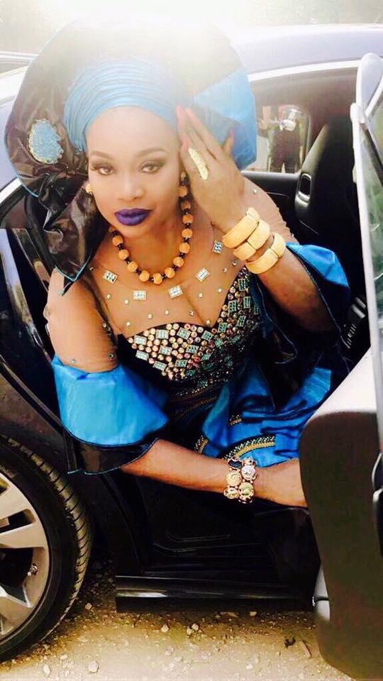 """Le """"sagnsé"""" de la chanteuse malienne Oumou Sangaré, à vous couper le souffle"""
