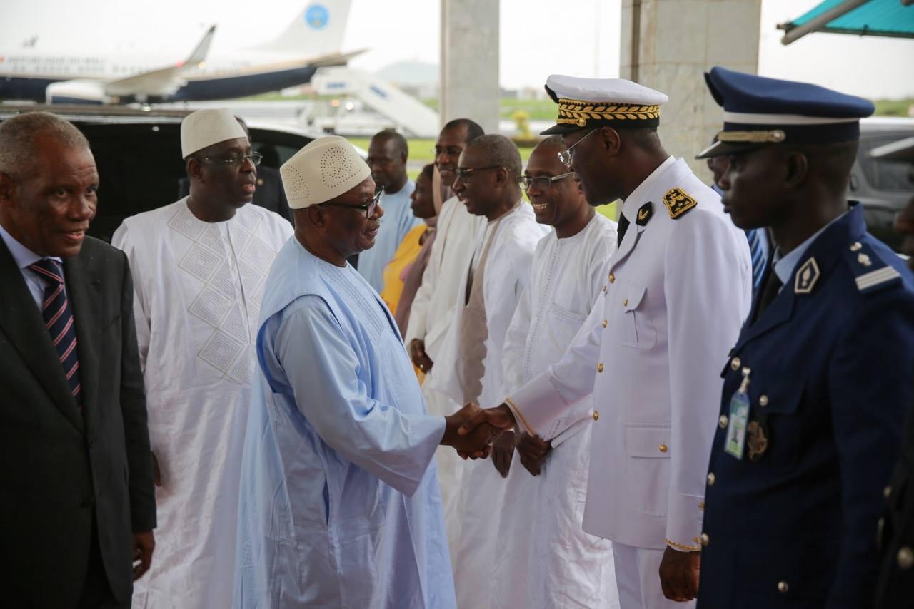Images: Le Président Macky alla reçu son homologue du Mali IBK venu assister aux obsèques du feu Aliou Sow
