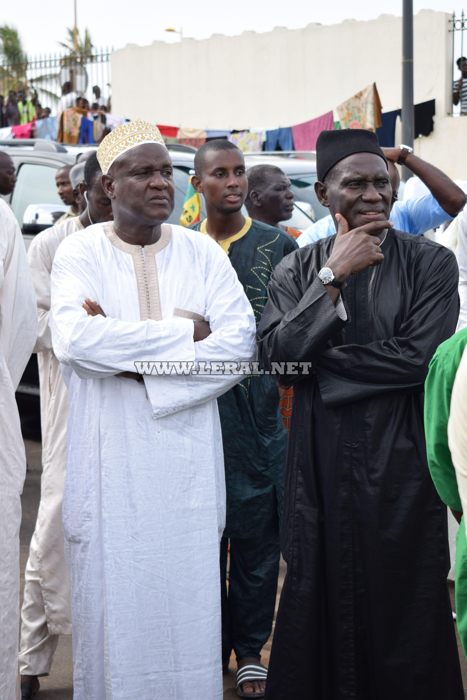Vidéo et photos : l'émouvante levée du corps de M. Aliou Sow (CSE), à la mosquée Omarienne