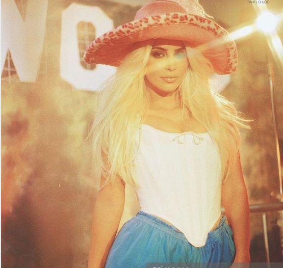 Photos: Kim Kardashian: blonde et ultra sexy pour un shooting original