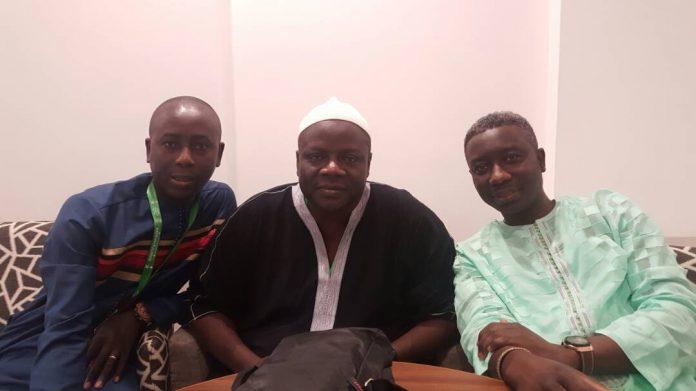 Photos: Pape Ngagne Ndiaye et Pape Alé Niang avec Mame Alpha Sy fils du regretté Serigne Mansour Sy à la Mecque