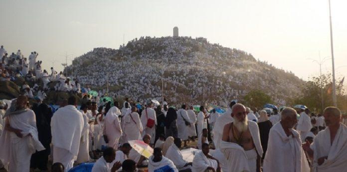 Les pèlerins musulmans au mont Arafat, temps fort du hajj