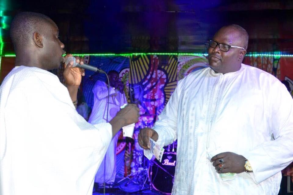 """Mbaye Sène """"Wendèlou"""" dans ses œuvres à la soirée """"Ndeweneul Tabaski"""" de de Pape Diouf"""