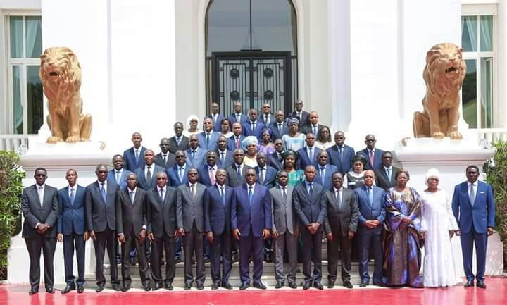 Nouveau gouvernement: Les premières images du conseil des ministres de ce lundi