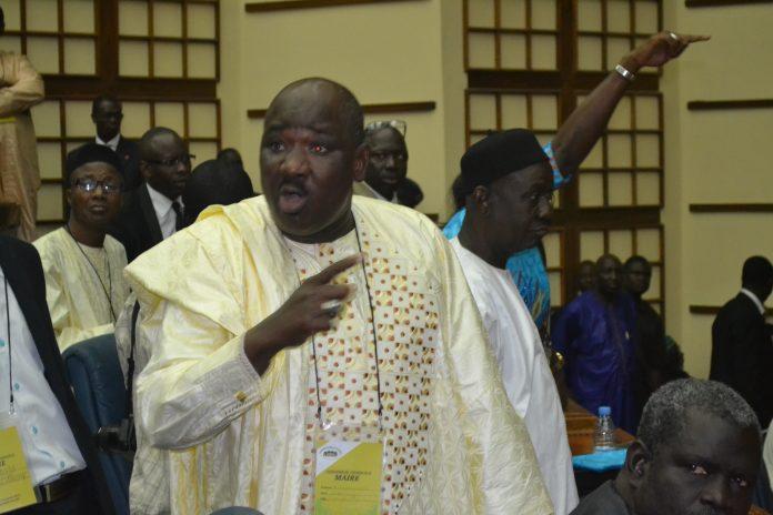 "Farba Ngom recadre Yakham Mbaye : ""La Première Dame Marième Faye Sall ne mène pas un combat par procuration"""