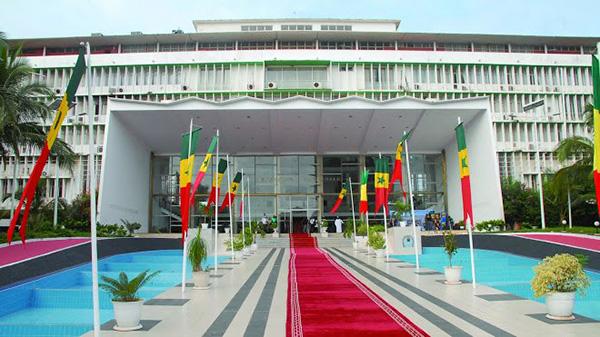 L'Assemblée nationale prise d'assaut par les militants, les forces de l'ordre sur le qui-vive