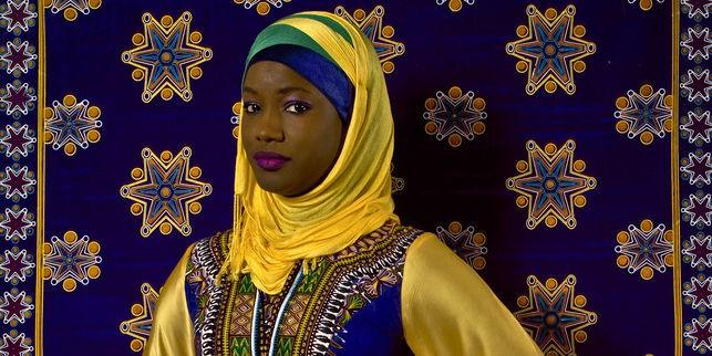 19 Photos : Oumy Ndour, la belle journaliste voilée
