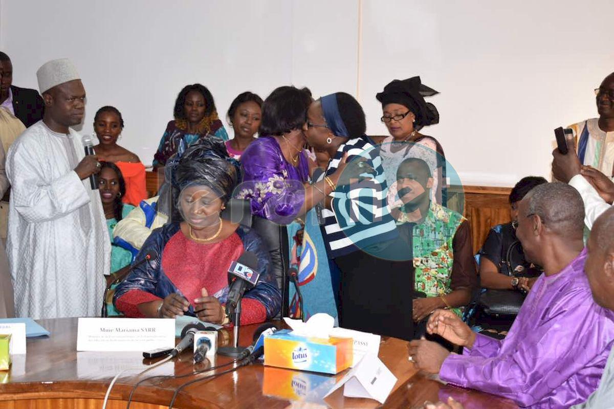 (13 Photos) Passation de service entre le ministre sortant, Viviane Laure Elisabeth Bampassy et son successeur, Mariama Sarr